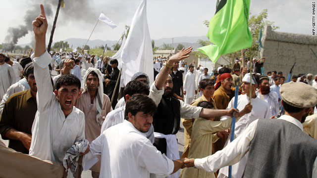 Afghan protesters in Jalalabad shout slogans in a Friday demonstration against a pastor's plan to burn the Quran.