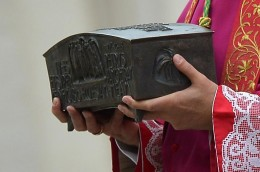 Italian archbishop Rino Fisichella holds the ashes of Saint Peter before a ceremony at the Vatican, on November 24, 2013 (AFP Photo / Vincenzo Pinto, via Yahoo News)
