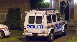 Evacuated Apartment building: Armed police from the emergency squad was Friday night action against the apartment that the arrested 32-year-old put in Oslo. All the neighbors were evacuated and the press were told to pull away. Photo: Frode Hansen